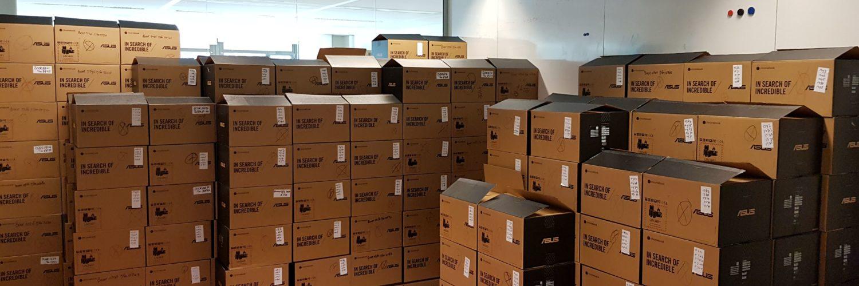 Gluren bij de buren- 1600 laptops voor kansarme gezinnen #coronahu